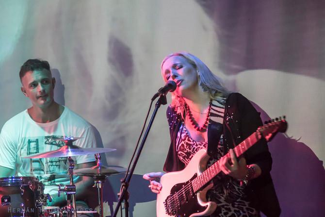 Vanesa Harbek tocando de Santa Fe