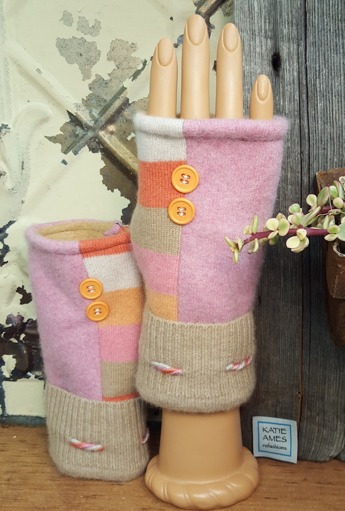Text Mitten/Warm Colors