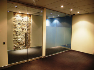 6. Stacking stone feature provides a warm and contrast to other elements within the space.