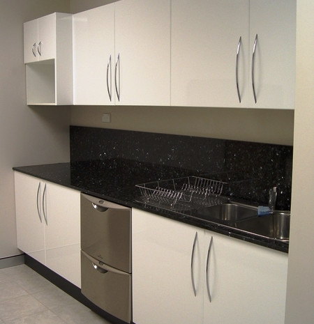 9. High gloss kitchen with granite bench top, splash back and chrome bow handles