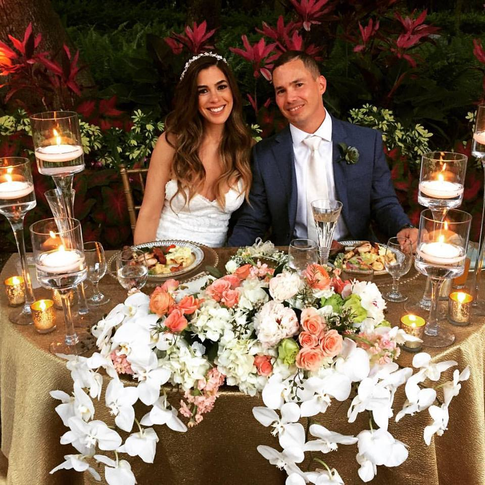 Sweetheart Table with wedding dinner by Yummy Chori