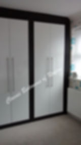 hi gloss white classic smooth doors on hasi black carcase