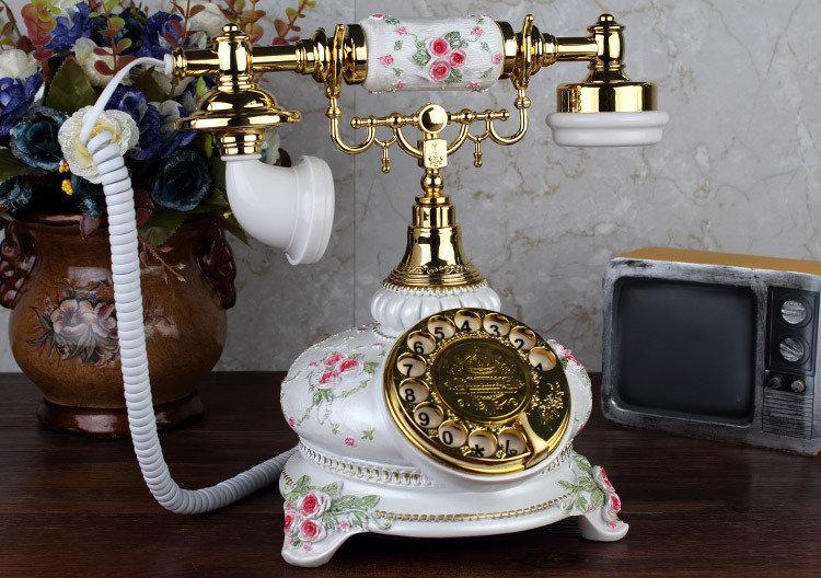 Beige Vintage Phone (TO13)