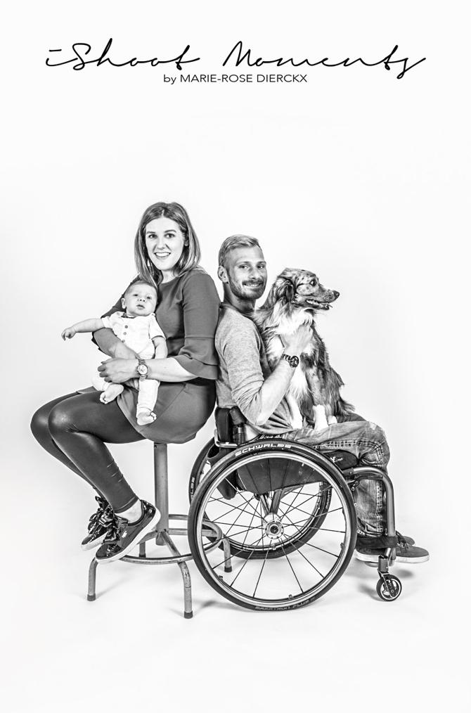 Babyshoot met rolstoel en hond