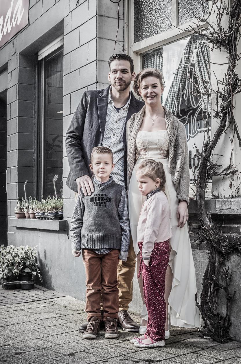 gezin op huwelijksdag