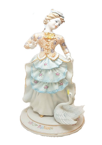 Lady with Swan Porcelaine