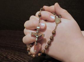 Para se reunir em torno da Palavra de Deus e da oração do Rosário.