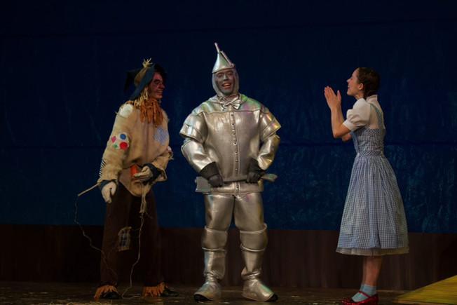 Dorothy-talks-to-Tin_Crow.jpeg