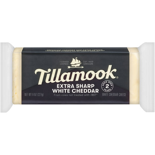 Tillamook Extra Sharp White Cheddar Cheese Loaf, 8 oz (Aged 2 Years)