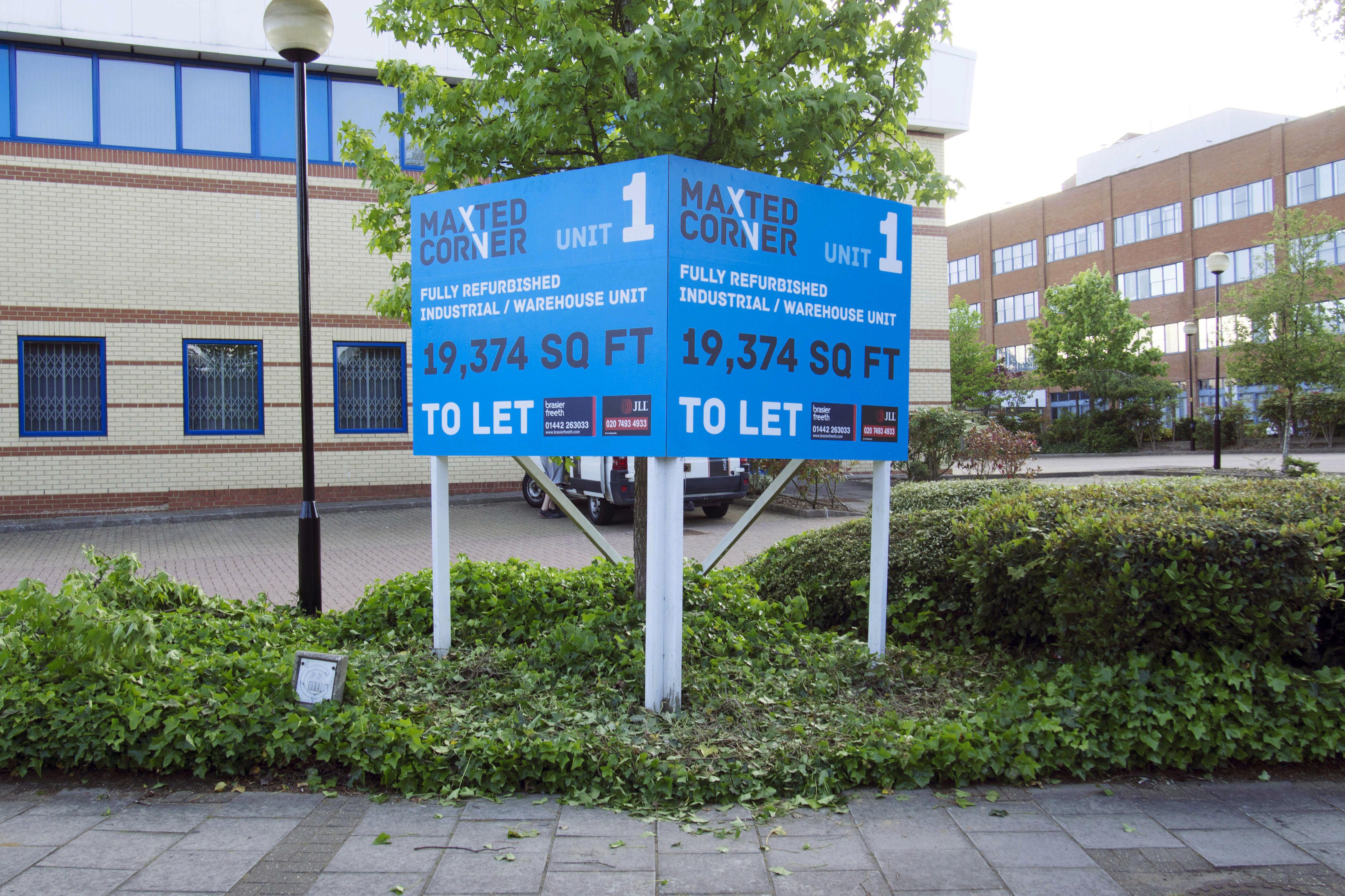Large V board sign - Hemel Hempstead