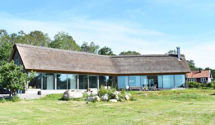 Charmig modern villa med havsutsikt