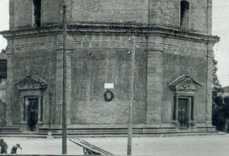 1929 si vedono le colonne della Collegiata