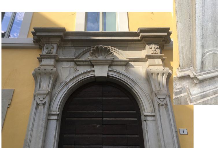 Portone di ingresso del Palazzo Comunale