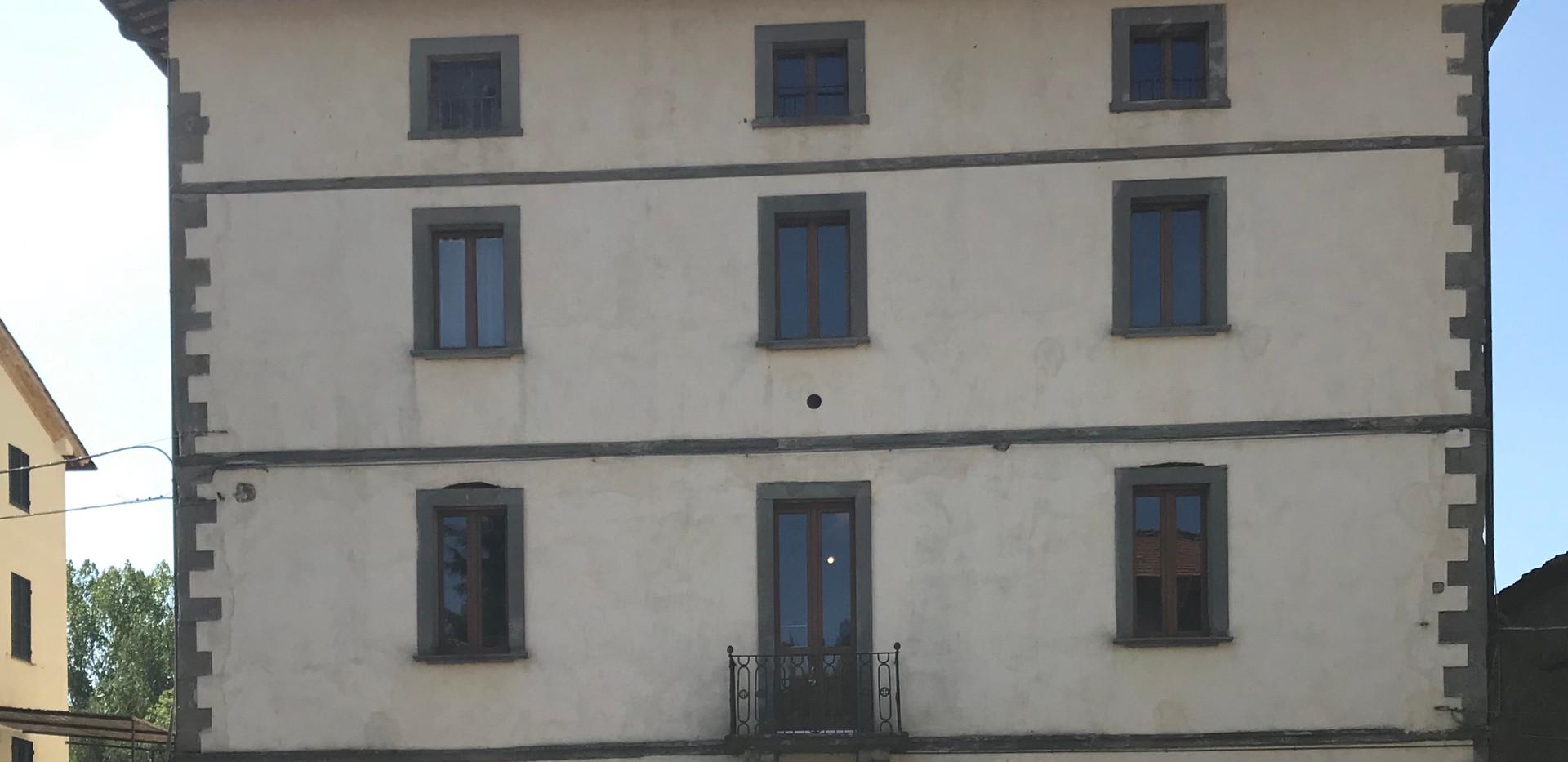 Edificio centrale a Niccone.JPG