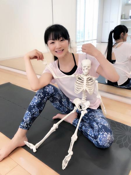 骨ナビヨガ 地曵朱美