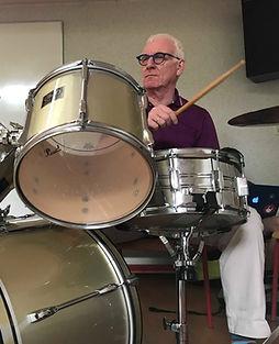 Harry Geyskens: Harry aan de drums tijdens een repetitie van Toen De Goden Sliepen.