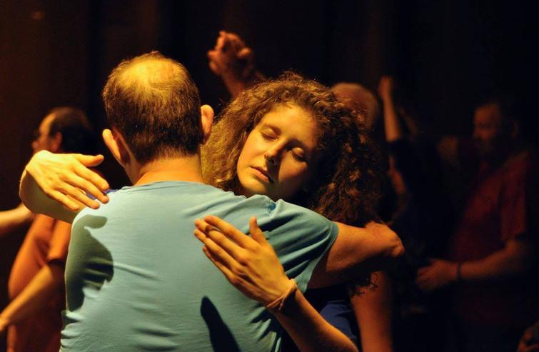 Sarah en Nico in een stille dans