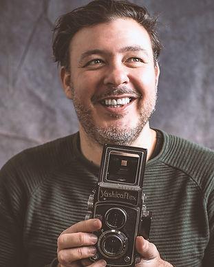 Juan Martin Monte Casablanca: Foto van Juan met een vintage fototoestel.