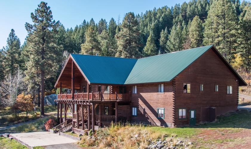 Lodge Pic 2.png
