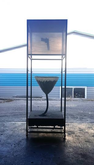 고양모뉴멘타, 60x60x180(cm), 시멘트, 철, 조명장치, 오브제, 2017