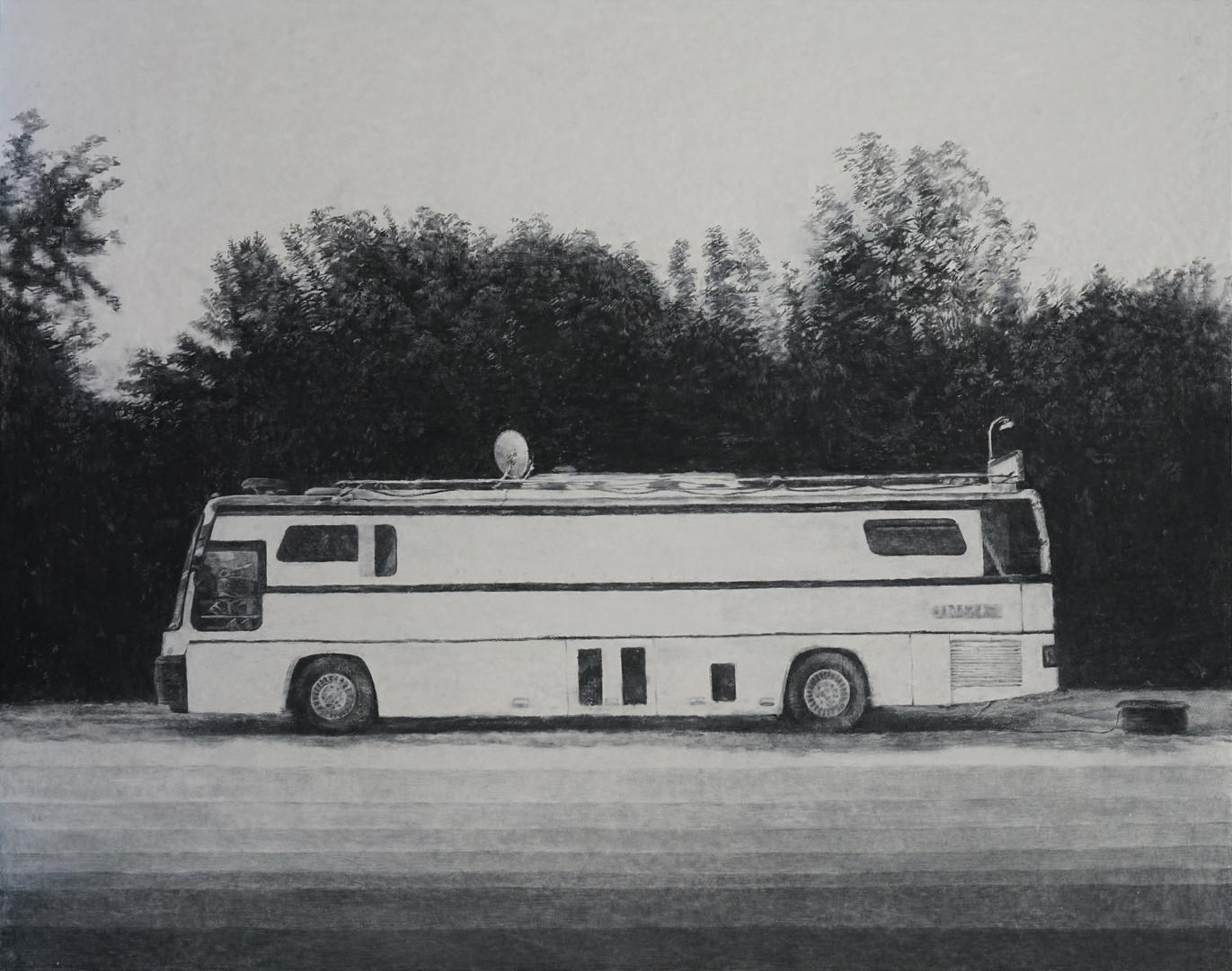 white bus, 장지에 목탄, 130x165cm, 2016