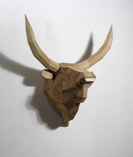 해체된 소에 대한 기념비적 형태, 170x155x100cm, Veneer, 2012, 한국감정원소장