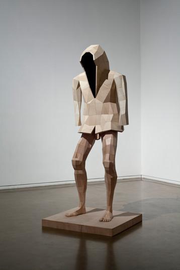 2. 얼굴없는 남자, 122x110x310cm, 배니어합판, 2014