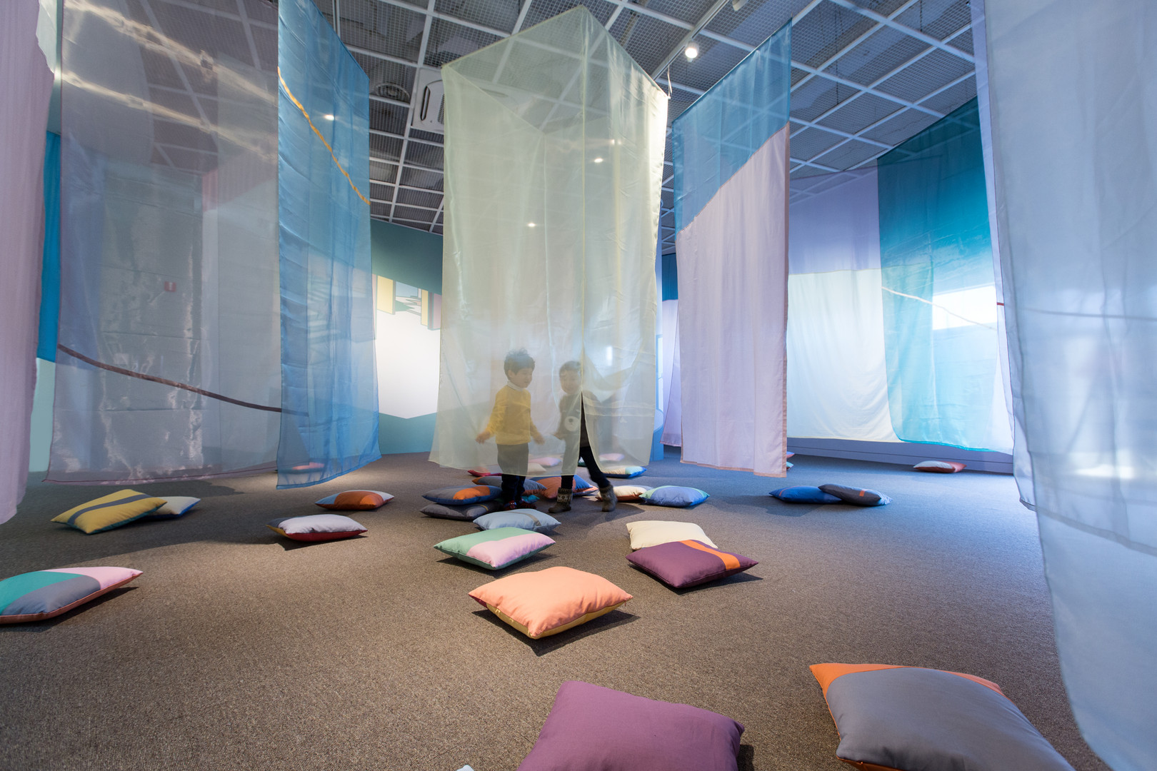 솔솔 색깔바람 (Color of the Wind), wall painting&fabric installation, variable installation, 2017, 어린이박물관 전시