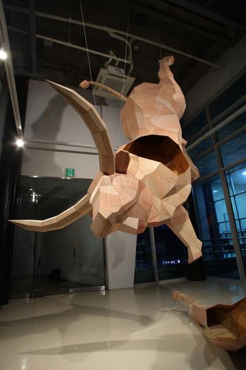 매달린 소, 5m, Veneer, 2012