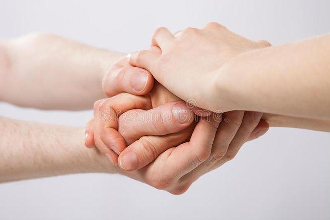 mains-unies-sur-le-fond-gris-44513616.jp