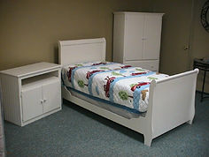 Whit sleigh bed with tv cabinet