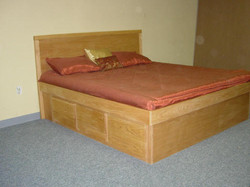 Pane Platform Bed Maple