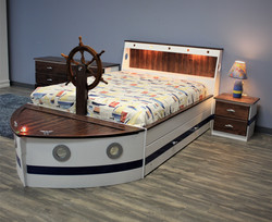 0525 - boat bed side view