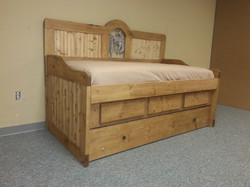 Bronco Rustic Daybed.
