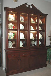 China cabinet with a federal top.
