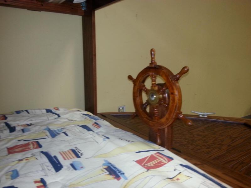 Boat bed steering wheel