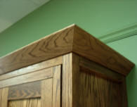 Mission style crown for murphy beds