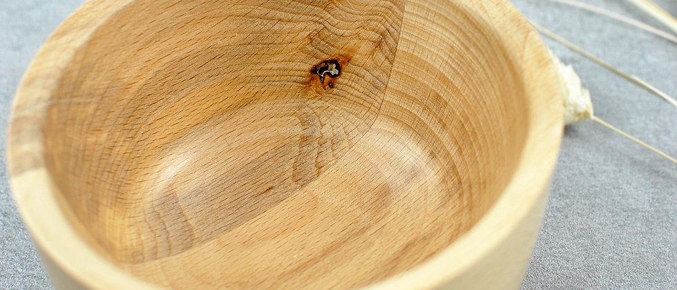 gedrechselte Holzschale aus Buche mit Astloch