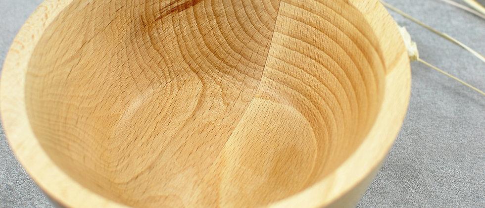 gedrechselte Holzschale aus Buche mit Astloch außen