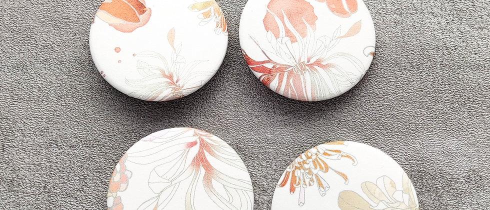 Buttons mit abstrakten Blumen