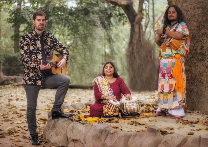 Simon Thacker's Svara-Kanti, Baul trio.j