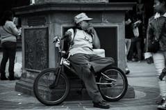 Sr.bici espera.jpeg
