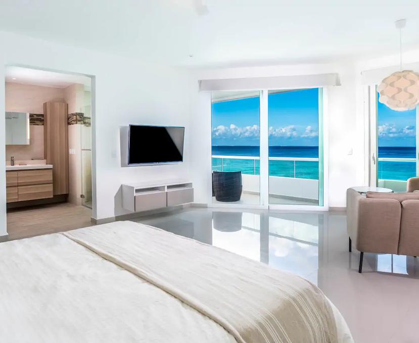 casa robles master bedroom .webp