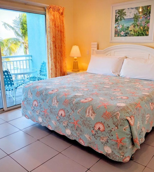Compass-Point-2bed-1bed-dlx-king-master-x20001572639463.jpeg