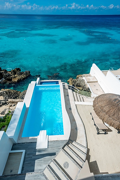 casa robles pool and ocean.webp