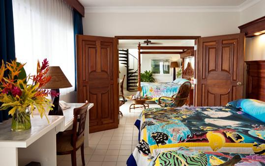 rooms-deluxe-ocean-view-lg.jpeg