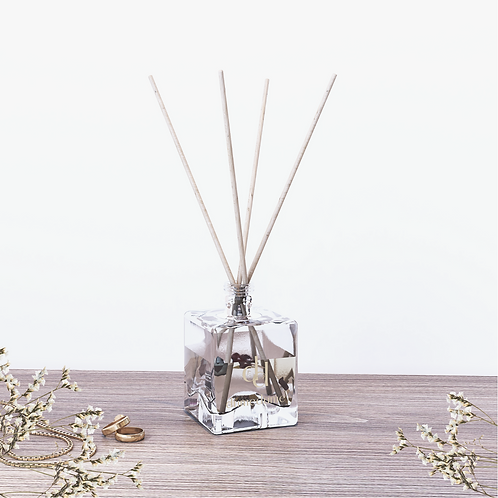 Cashmere & Musk Reed Diffuser with Dried Flowers - 50ml