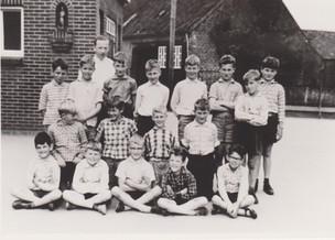 1961-5e klas-meester Peeters hoofd