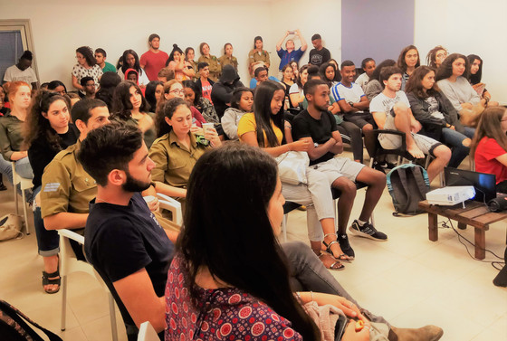 Akko's Young Volunteers Meet for Roundtable Discussions
