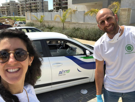 Harel and Rinat Volunteer to Deliver Meals to Seniors in Sderot